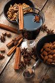ホットホット ワイン、スパイス、ナッツ — ストック写真