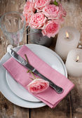 Vintage festive table setting with pink roses — Zdjęcie stockowe