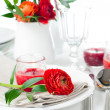 Table setting with red buttercup flowers — Foto de Stock