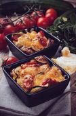 Twee gerechten van plantaardige casserole — Stockfoto
