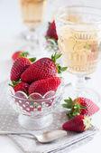 Strawberries and wine — Stock Photo