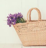 wicker basket with spring flowers — 图库照片