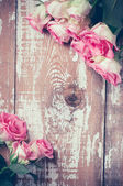 Pink roses on old wooden board — Foto de Stock