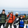 Snowboarders and skiers on mountain — Stockfoto