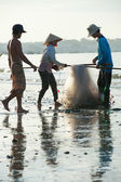 Vietnamese fishers pack nets — Stock Photo