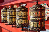 Bateria orando no templo budista — Fotografia Stock