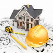 Maison d'habitation avec des outils sur les plans de l'architecte. — Photo