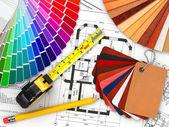 дизайн интерьера. архитектурные материалы инструменты и чертежи — Стоковое фото