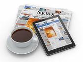 早间新闻。tablet pc、 报纸和杯咖啡 — 图库照片