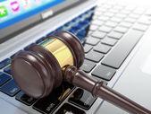 Online auction. Gavel on laptop. 3d — Stock Photo