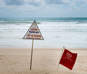 Warning signs about rip current at a beach — Stock Photo