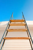 Ladder to the blue sky — Stock Photo