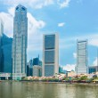 Singapore skyscrapers and restaurants on Boat Quay — Stock Photo