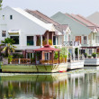 Luxury houses on a lake — Stock Photo