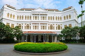 The Raffles Hotel in Singapore, main entrance — Stock Photo