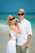 Young loving couple on a tropical beach — Stock Photo