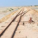 ancien chemin de fer sur le lac salé de sambhar, Inde — Photo