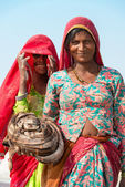 Indian female workers on salt farm — Stock Photo