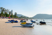 Patong beach with tourists and scooters, Phuket, Thailand — Stock Photo