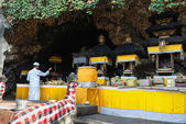 Sacred ceremony in Goa Lawah Bat Cave, Bali, Indonesia — Stock Photo