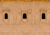 Small windows with floral ornament, India — Stock Photo