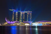 Singapore marina bay sands verlicht door nacht laser Toon — Stockfoto