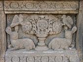 Prambanan tapınağı duvar, endonezya üzerine oyma — Stok fotoğraf