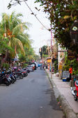 Narrow tourist area Ubud street — 图库照片