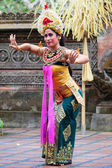 Barong ve kris dans gerçekleştirmek, bali, Endonezya — Stok fotoğraf