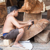 Working Balinese carver in workshop — Stock Photo