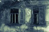 Stare okna opuszczony dom — Zdjęcie stockowe