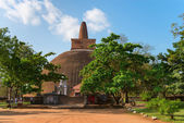 Giant stupa the ancient city Anuradhapura, Sri Lanka — Stock Photo