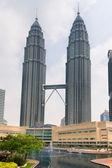 Petronas towers e lago sinfonia in kuala lumpur — Foto Stock