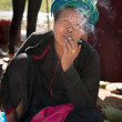 Burmese woman smoke cheroot cigar — Stock Photo