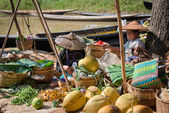 Burmese traditional open market with vegetable — Stock Photo