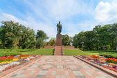 Taras Shevchenko monument in Shevchenko park, Kyiv, Ukraine — Stock Photo