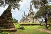 Ruins of acient stupas at Buddhist temple — Stock Photo