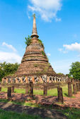Ruins of Buddhist stupa or chedi temple — Stock Photo
