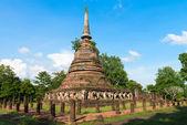 Ruins of Buddhist stupa or chedi temple — Stock Photo