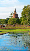 Ruins of Buddhist stupa or chedi in Sukhothai historical park in — Stock Photo