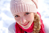 Porträtt av vintern flicka — Stockfoto
