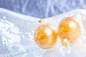 Julgranskulor på abstrakt bakgrund — Stockfoto