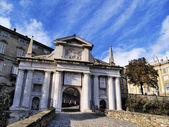 Citta alta gate i bergamo, lombardiet, italien — Stockfoto