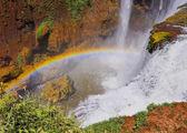 虹と滝 — ストック写真