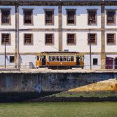 Alte straßenbahn in porto — Stockfoto