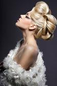 Retrato de mulher bonita na moda — Foto Stock