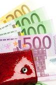M-cüzdan ile izole birçok euro — Stok fotoğraf