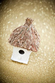 House with a thatched roof on a festive background — Stockfoto