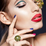 Elegant fashionable woman with jewelry — Stock Photo #34169503