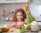 Girl preparing healthy food — 图库照片